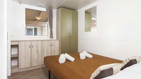 Double bed in mobile homes